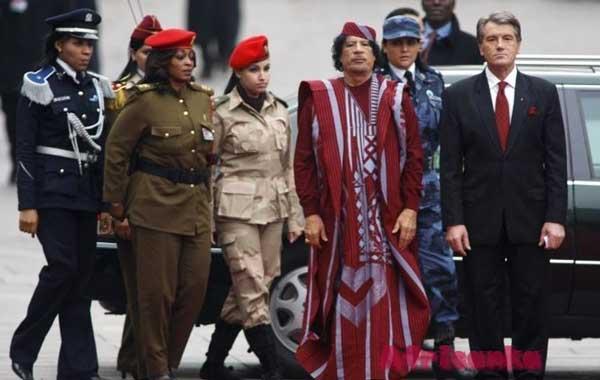 Каддафи с охраной