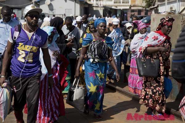 Гамбия: люди