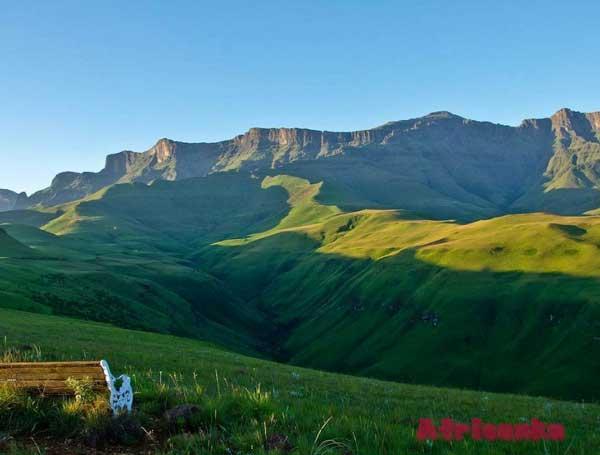 Горы Малоти-Дракенсберг (Драконовы горы) в Лесото и ЮАР