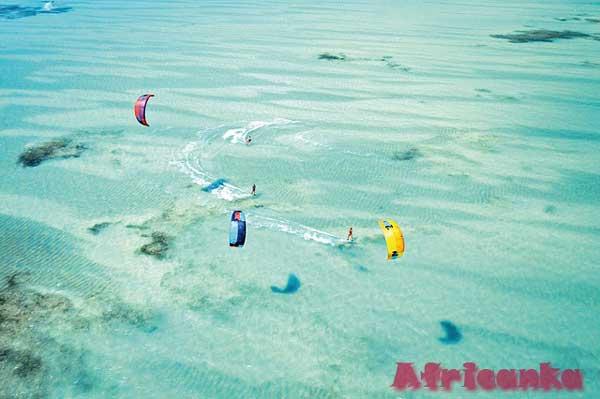 Кайтсерфинг на пляже Нунгви