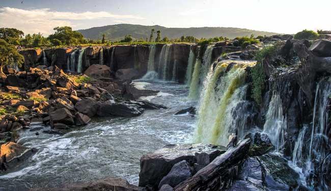четырнадцать водопадов в Тике